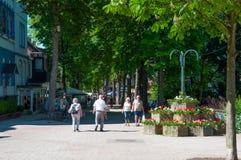 Gente que camina en ciudad de mún Harzburg en Alemania fotos de archivo libres de regalías