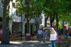 Gente que camina en ciudad de mún Harzburg en Alemania imagen de archivo libre de regalías