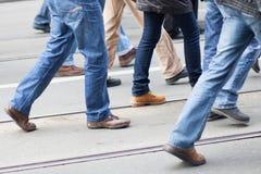 El caminar de la gente Fotos de archivo libres de regalías