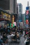 Gente que camina en Times Square, Midtown Manhattan, Nueva York foto de archivo libre de regalías