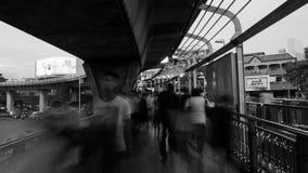 Gente que camina en Victory Monument fotografía de archivo libre de regalías