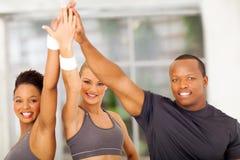 Gente que celebra ejercicio foto de archivo