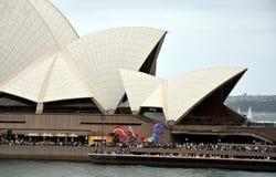Gente que celebra el día de Australia en el teatro de la ópera Fotografía de archivo