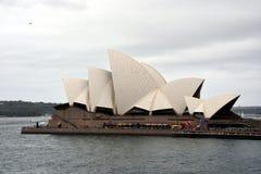 Gente que celebra el día de Australia en el teatro de la ópera Foto de archivo libre de regalías