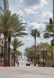 Gente que completa un ciclo en Washington Street, Orlando Florida Fotos de archivo libres de regalías