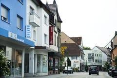 Gente que conduce el coche en el camino en Baden-Wurttemberg, Alemania Fotografía de archivo