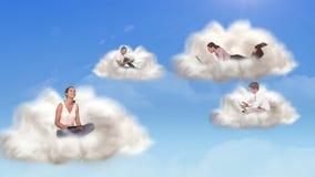 Gente que conecta con la computación de la nube libre illustration