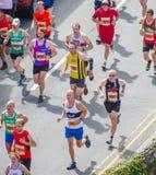 Gente que corre en el camino Foto de archivo