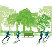 Gente que corre en parque Imagen de archivo libre de regalías