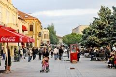 Gente que da une vuelta en Bitola foto de archivo libre de regalías