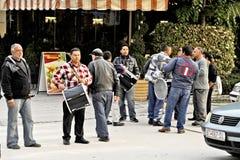 Gente que da une vuelta en Bitola imágenes de archivo libres de regalías