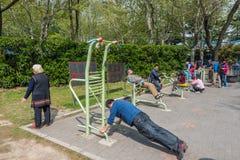 Gente que ejercita en China de Shangai del parque de fuxing Fotos de archivo libres de regalías