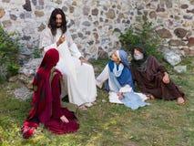 Gente que escucha Jesús Imagenes de archivo