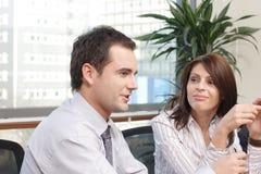 gente que habla en la reunión Foto de archivo