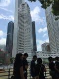 Gente que hace cola para arriba para pagar respecto al último ex primer ministro de Singapur, Sr. Lee Kuan Yew Fotos de archivo libres de regalías