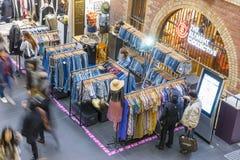 Gente que hace compras en la central de Melbourne, Melbourne Foto de archivo