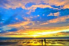Gente que juega en el sol Foto de archivo libre de regalías
