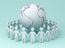 Gente que lleva a cabo las manos alrededor del globo en fondo azul Imagen de archivo libre de regalías