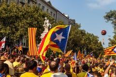 Gente que manifiesta en Barcelona para la independencia Imagen de archivo