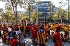 Gente que manifiesta para la independencia en Barcelona Imágenes de archivo libres de regalías