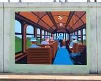 Gente que monta en un mural del tren en James Road en Memphis, Tennessee Fotos de archivo