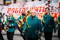 Gente que participa en el desfile dedicado a Fotografía de archivo libre de regalías