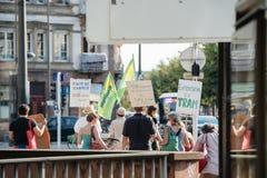 Gente que protesta contra la contaminación atmosférica Imágenes de archivo libres de regalías