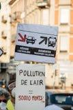 Gente que protesta contra la contaminación atmosférica Foto de archivo libre de regalías
