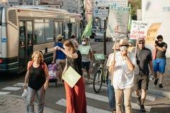 Gente que protesta contra la contaminación atmosférica Foto de archivo