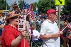 Gente que protesta contra perder del dinero Foto de archivo