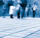 Gente que recorre en la calle Imagenes de archivo