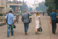 Gente que recorre en la calle Imagen de archivo libre de regalías
