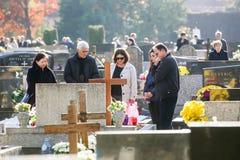Gente que ruega en el sepulcro Fotografía de archivo libre de regalías