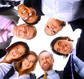 Gente que se coloca en grupo, sonriendo, opinión de ángulo inferior fotos de archivo libres de regalías