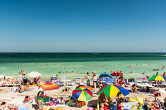 Gente que se divierte en la playa de Mamaia Foto de archivo libre de regalías