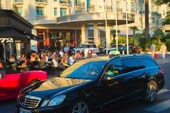 Gente que se enfría en Cannes Imágenes de archivo libres de regalías