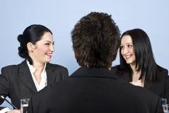 Gente que se ríe de entrevista de trabajo Imagen de archivo libre de regalías