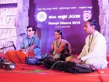 Gente que se realiza durante el festival de música indio del sur en Hamp Imagen de archivo libre de regalías