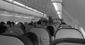 Gente que se sienta dentro del aeroplano en Saigon, Vietnam imagen de archivo
