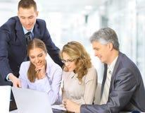 Gente que se sienta en la reunión corporativa Imagen de archivo