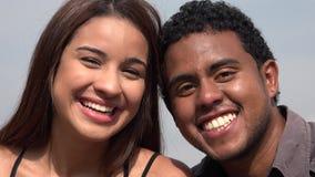 Gente que sonríe y que se divierte almacen de metraje de vídeo