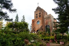 Gente que toma imágenes delante de la capilla de Caleruega, Batangas, Filipinas fotografía de archivo libre de regalías