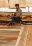 Gente que trabaja en la alfombra de la arena Fotografía de archivo libre de regalías