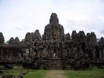 Gente que va abajo de las escaleras en la ciudad antigua Angkor Thom, Camboya Imagenes de archivo
