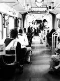 Gente que viaja dentro de una tranvía Imagen de archivo libre de regalías