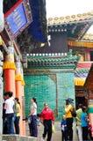 Gente que visita el templo de Taer fotografía de archivo libre de regalías