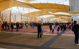 Gente que visita la expo 2015, Milán Imagen de archivo