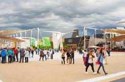 Gente que visita la expo 2015, Milán Foto de archivo libre de regalías