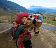 Gente roja de la minoría étnica de Dao Fotos de archivo