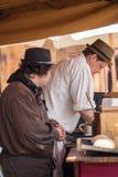 Gente, salesstands e impresiones generales del festival medieval de la edad en el lago Murner en Wackersdorf, Baviera 10 de mayo  Fotos de archivo libres de regalías